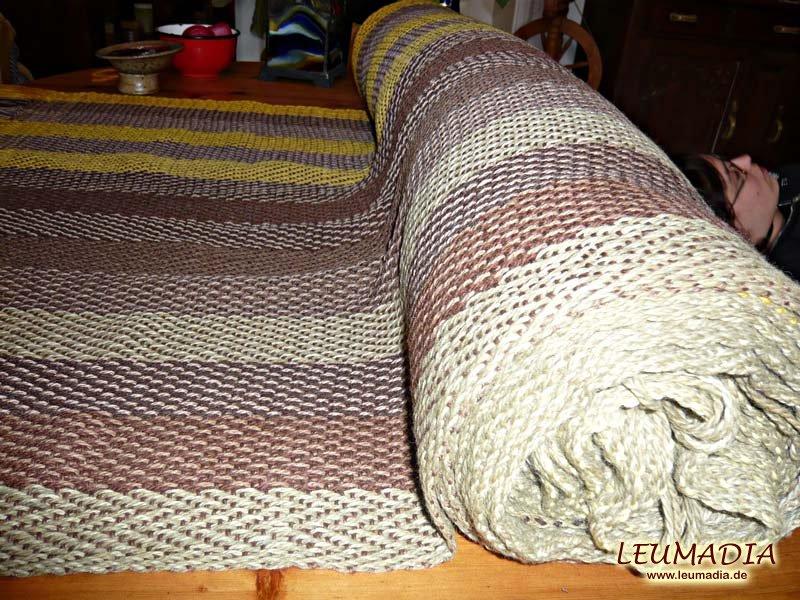 Stoff für Umhänge aus pflanzengefärbter Wolle