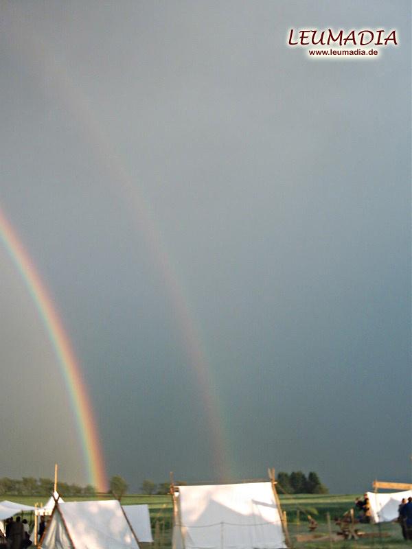 Doppelter Regenbogen über dem Lager in Münzenberg